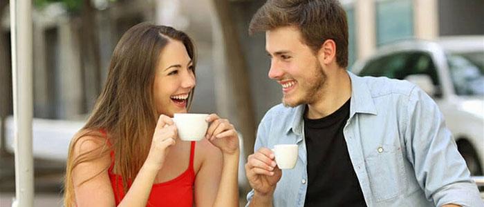 Девушка с парня общается